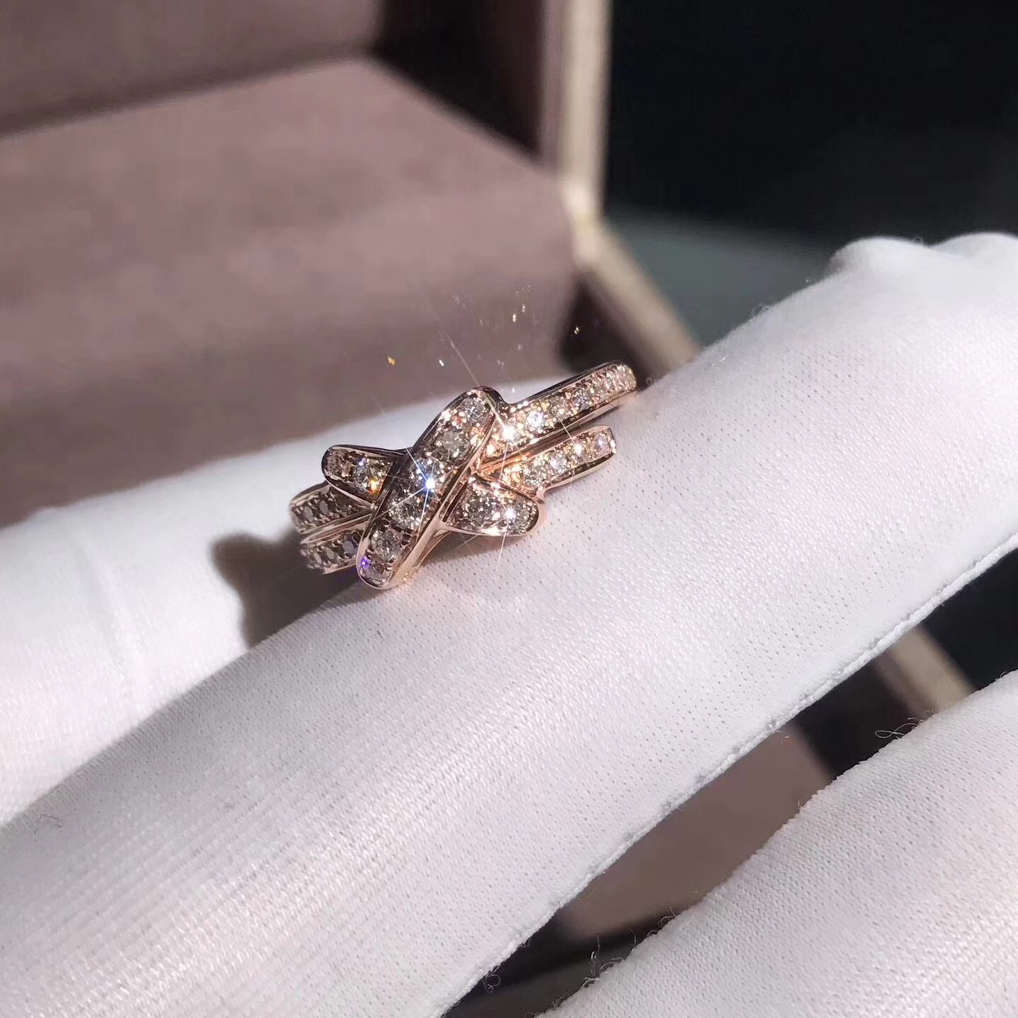 Liens de Chaumet Premiers Liens ring in 18k rose gold with pave diamond
